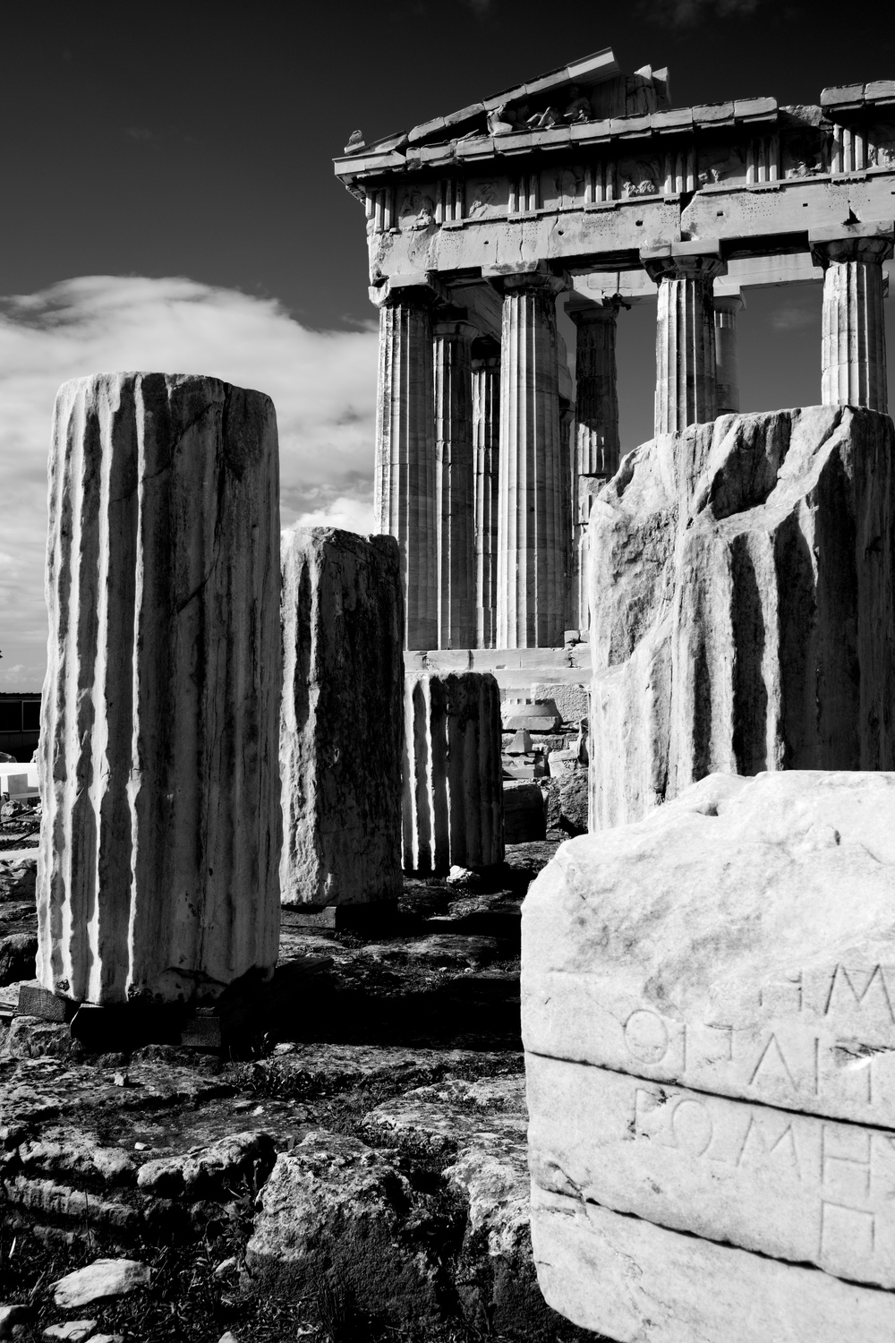 Mono ruined columns and pediment of Parthenon.jpg