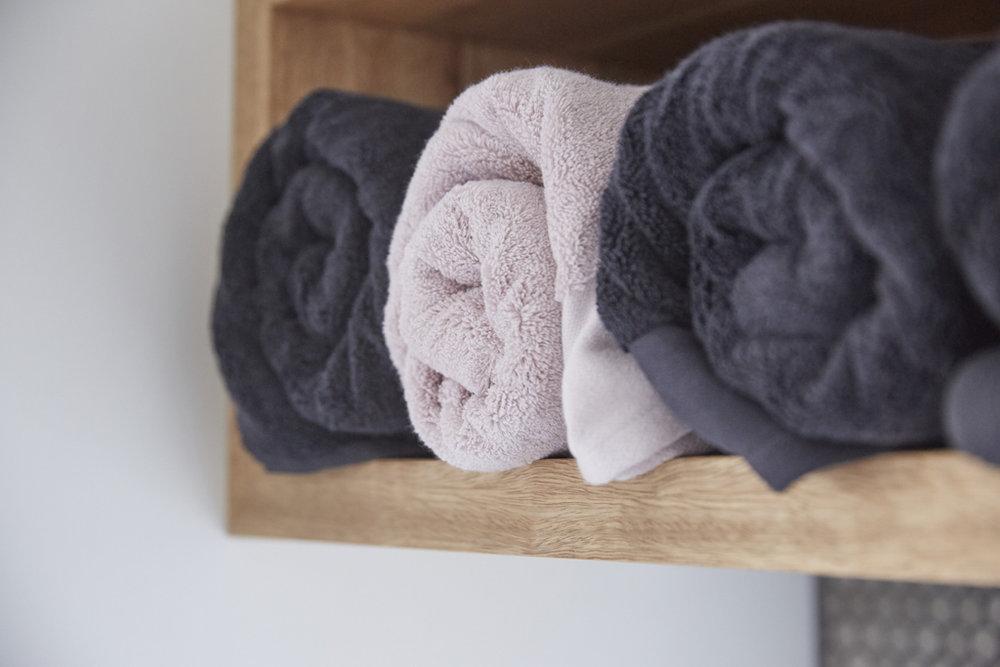 H5 RM8 Hallway _ Laundry Josh _ Elyse-36.jpg