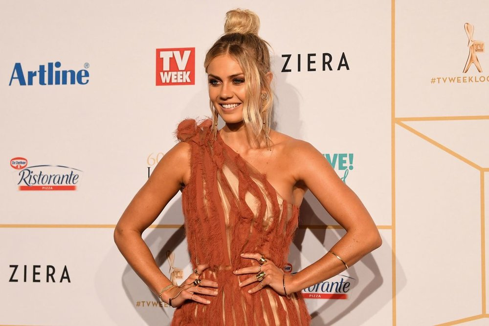 9 NEWS ELYSE KNOWLES LOGIES.jpg