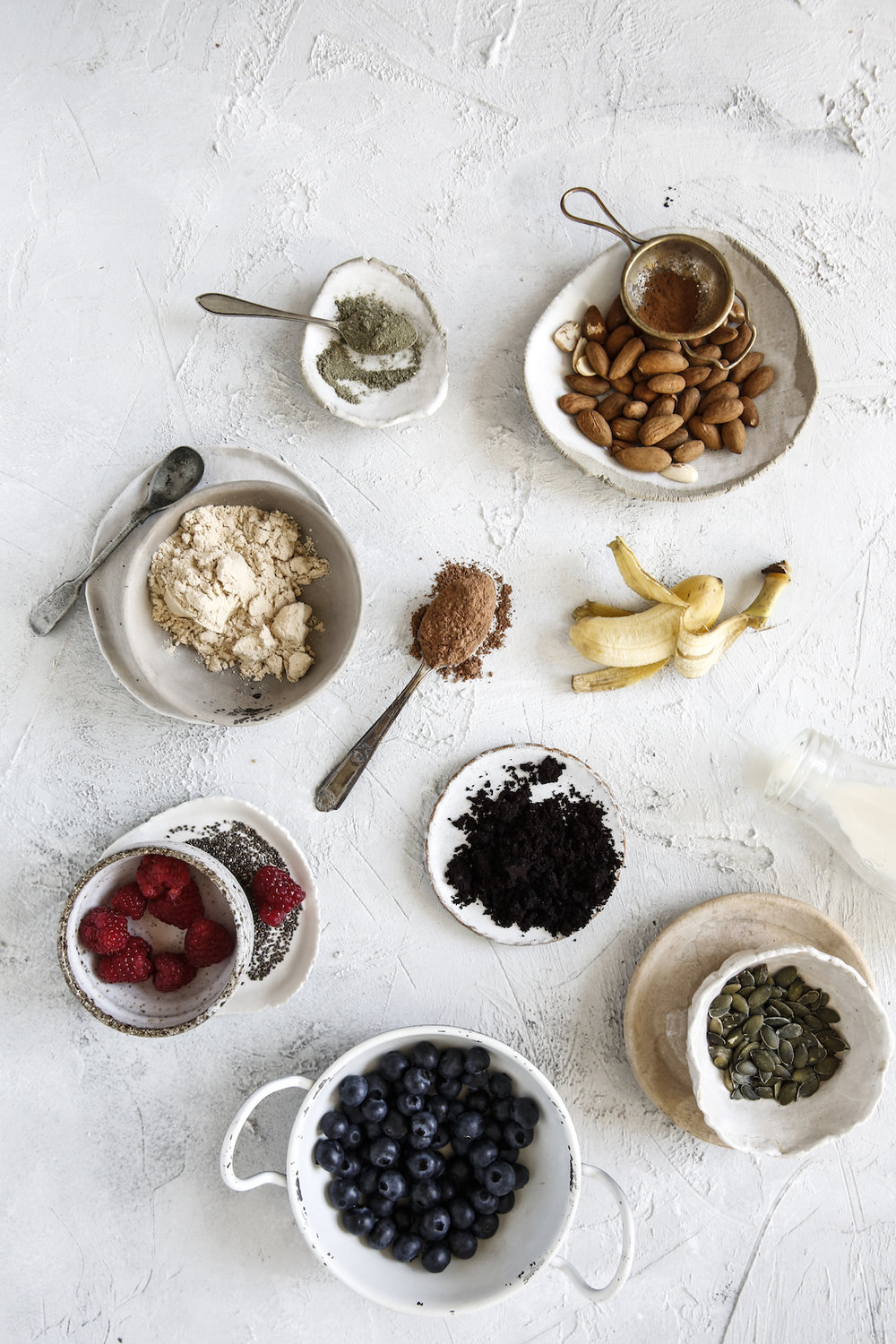 Berries, chia, nuts, Vital greens, protein powder, bananas, cacao & seeds. All amazing things to keep in the pantry for smoothies, breakfast bowls & snacks during the day.