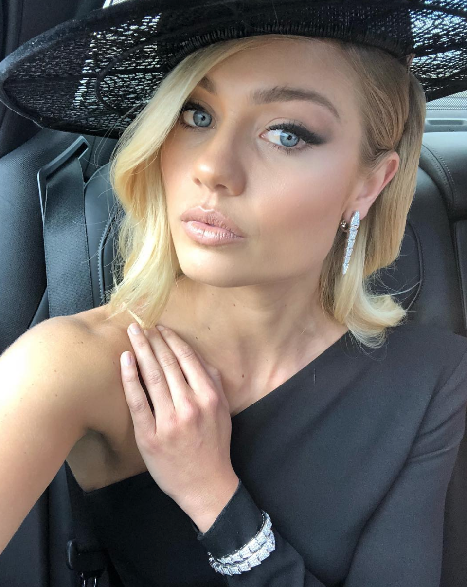 ELYSE KNOWLES DERBY DAY 2018 - ELLE .png
