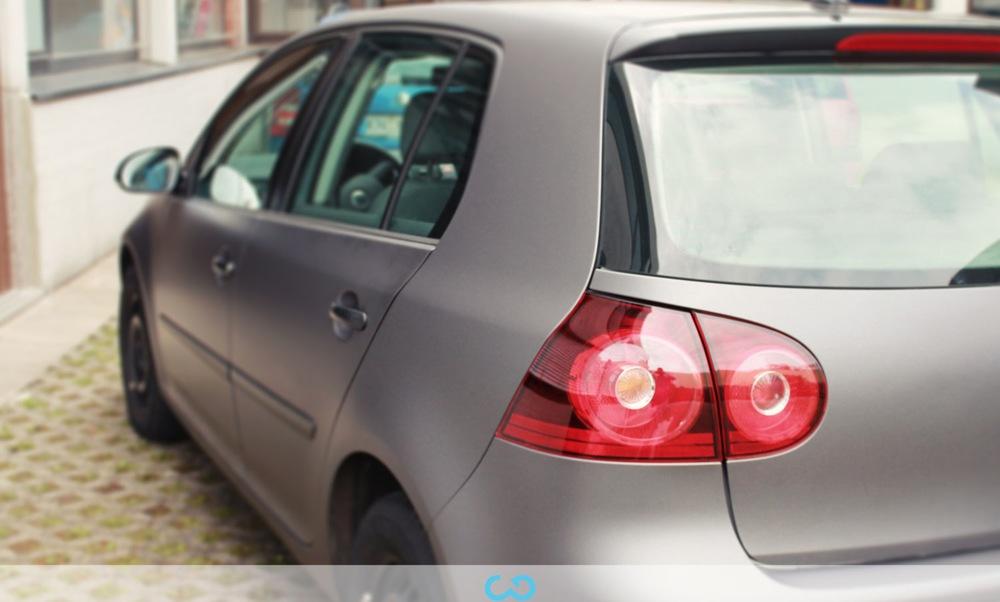 autofolierung-car-wrapping-5-teilfolierung-dach-schwarz-vw-golf-silber-2013-01-034.jpg