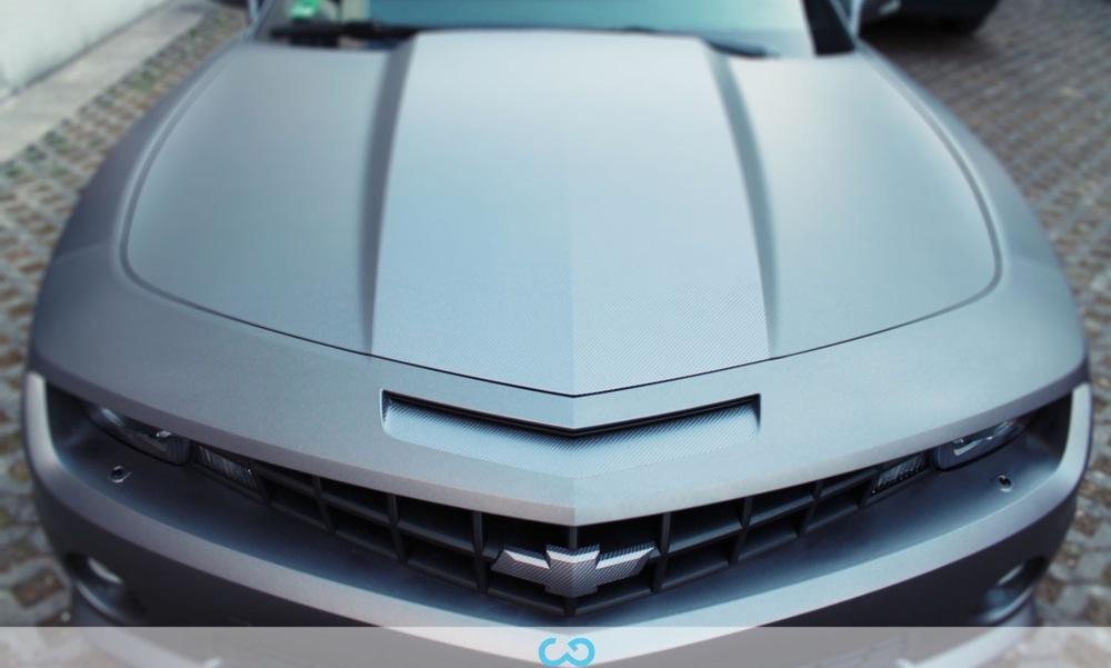 autofolierung-car-wrapping-8-vollfolierung-grau-teilfolierung-carbon-dach-motorhaube-chevrolet-camaro-2013-04-15-5.jpg