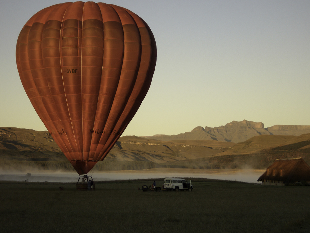 Balloon flight over Drakensberg mountains