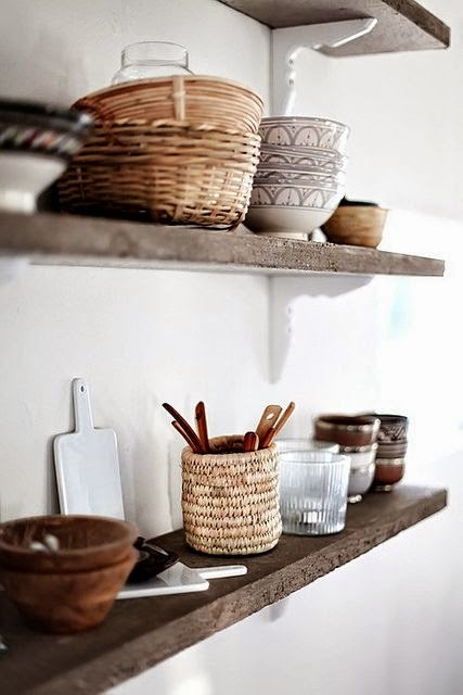 baskets+on+open+shelving+in+kitchen.jpg