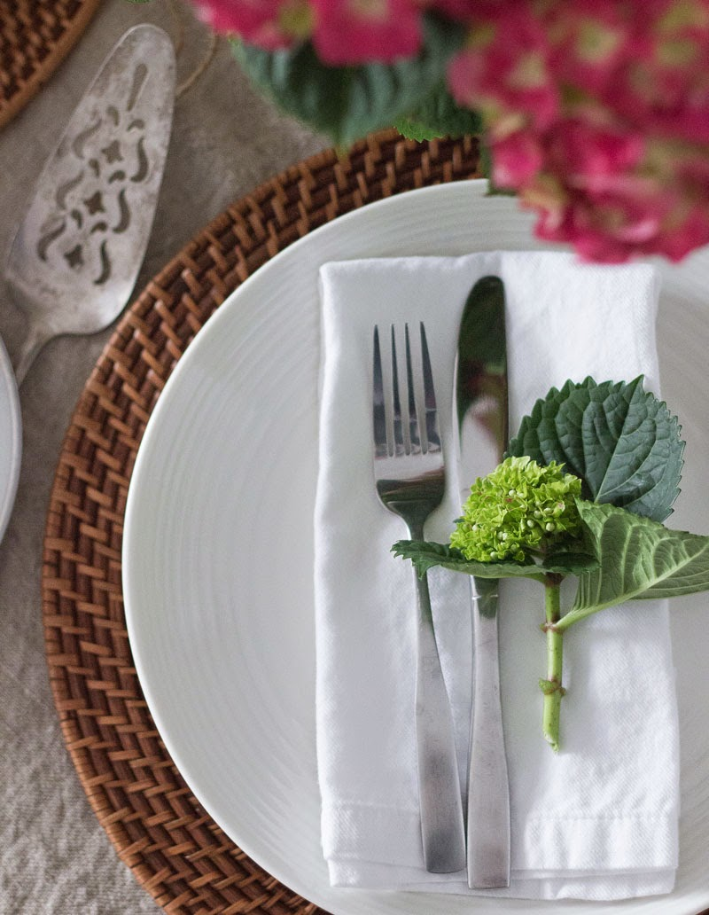 simple-Easter-table-setting.jpg