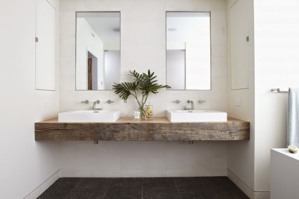 Why and how to use reclaimed barn boards in the bathroom for Barn board bathroom ideas