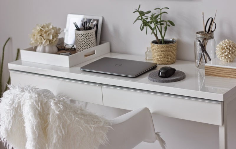 white-desk-natural-accessories%2B-%2BCopy.jpg