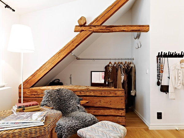 closet+in+the+eaves.jpg