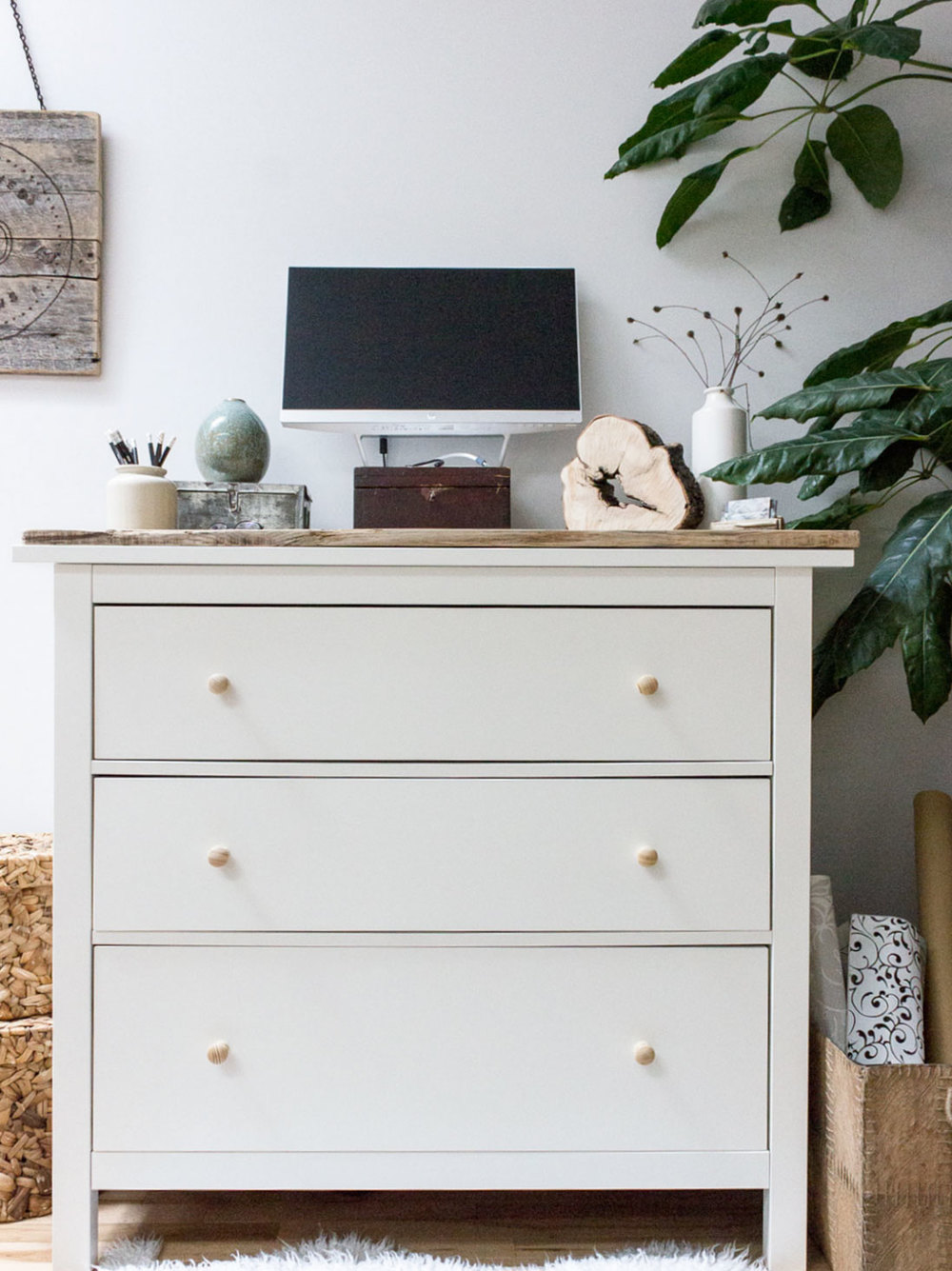 Diy standing desk with ikea hemnes dresser refreshed designs for Ikea hemnes vanity table