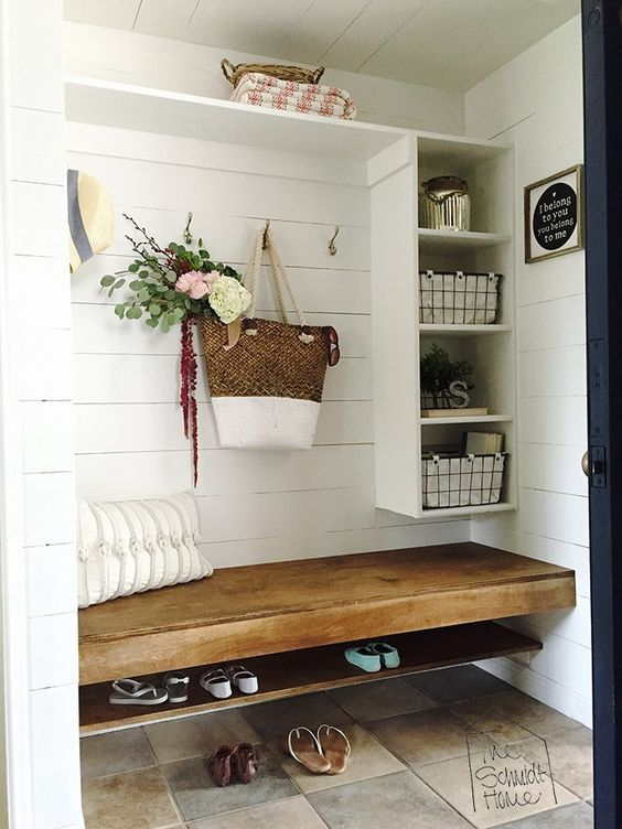 5 tricks to an easy and organized summer mudroom or entryway