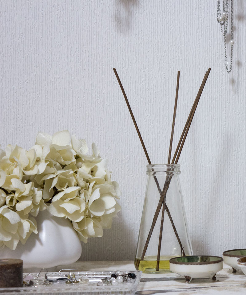 DIY natural reed diffuser with essential oils