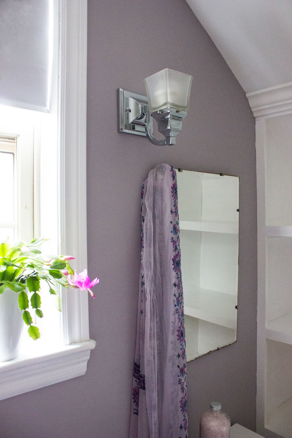 Beauti-Tone Colour of the Year 2017 in Girls Bathroom