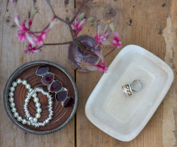 vintage trays to organize jewelry