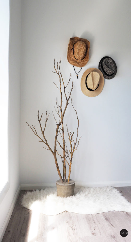 using a real tree in the entryway as art
