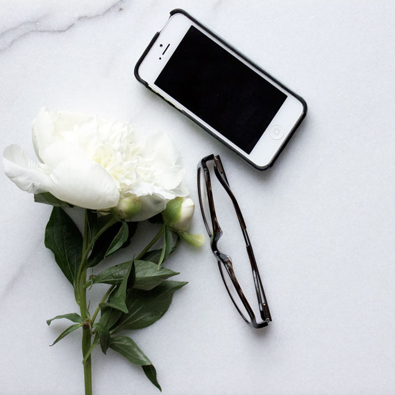 6 ways to Simplify Your life - declutter your phone