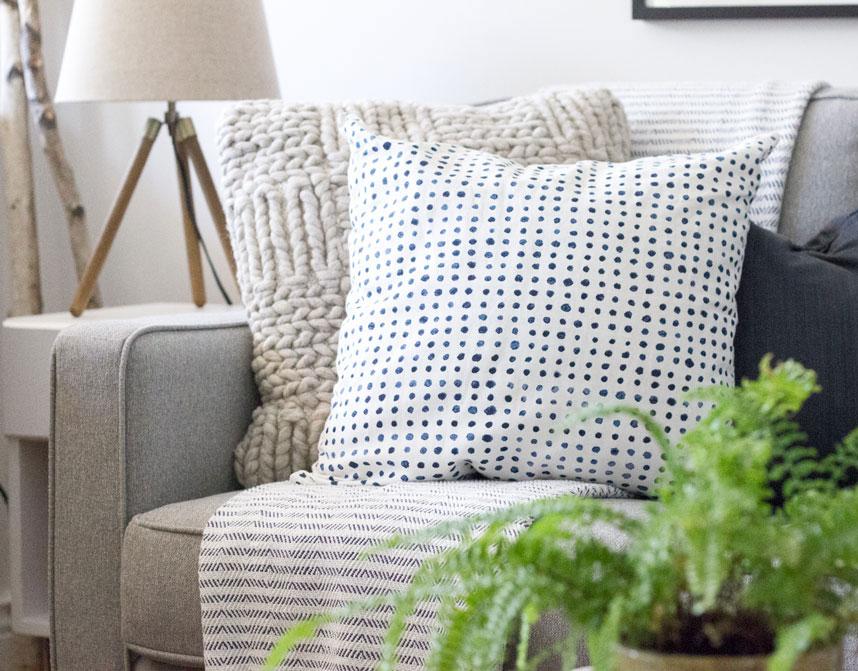 white,-grey-and-navy-natural-modern-living-room.jpg