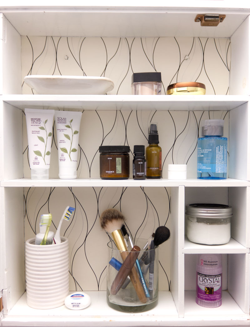 How to organize and simplify the master bathroom