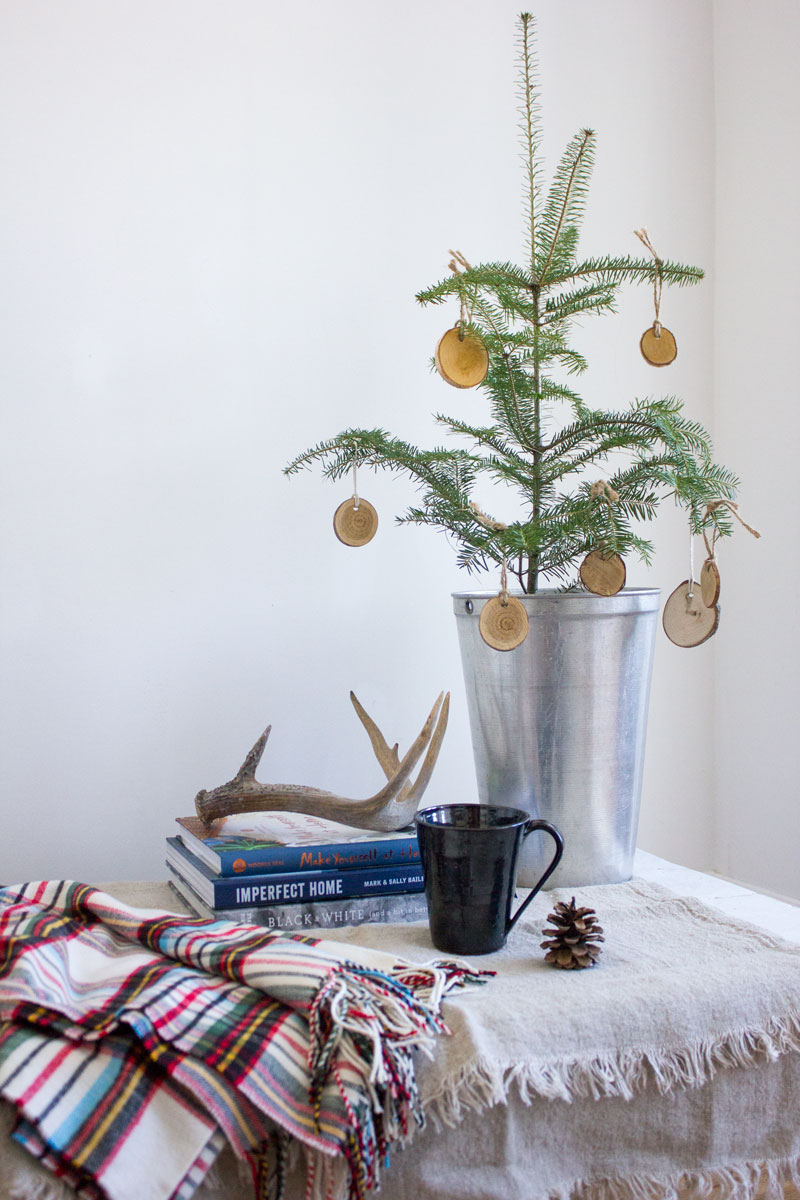simple and budget-friendly holiday decorating