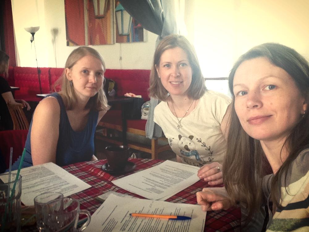 Мария Писарева, Анна Вендик и Ольга Васильева проводят мозговой штурм по развитию семейного пространства