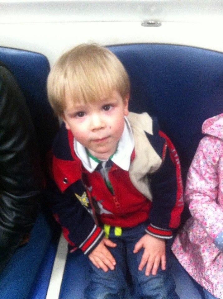 Макс первый раз в метро.jpg