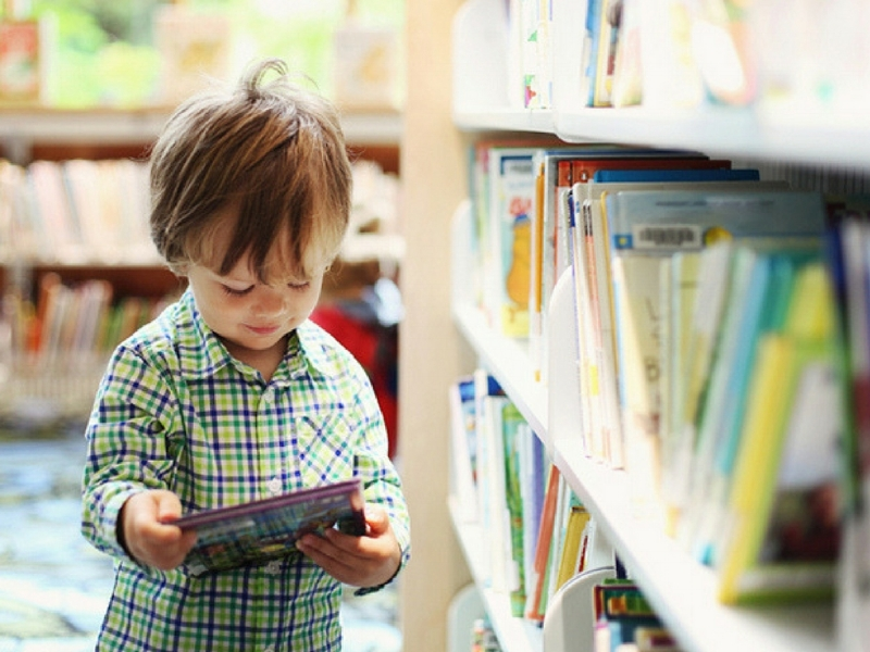 Помогите ребенку самостоятельно научитьсячитать, писать и считать, - внедрив обучение в любимые игрыи творческое исследованиеинтересной актуальной темы