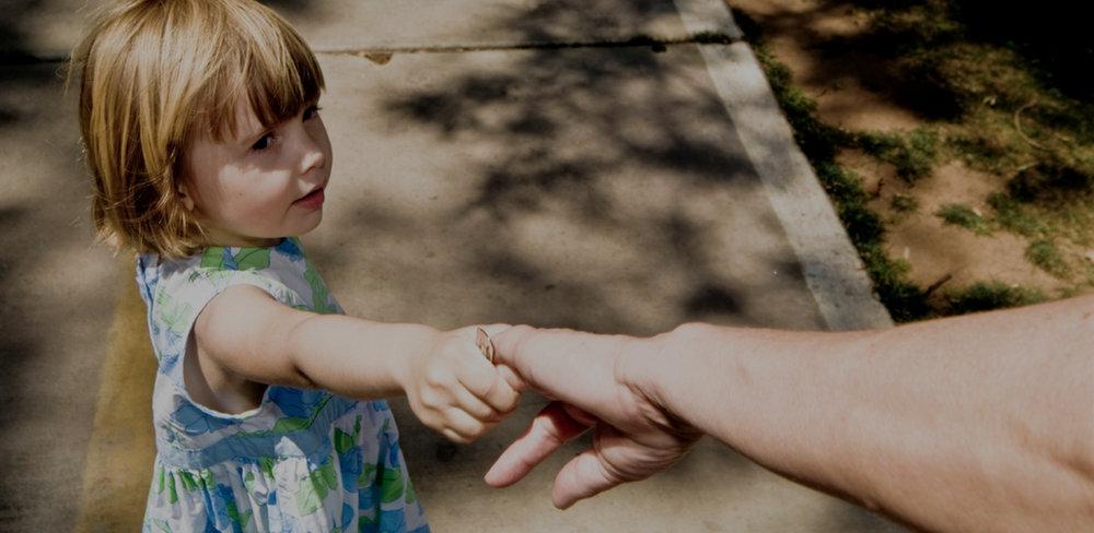Сравните разные варианты, - где и с кем оставить ребёнка на лето