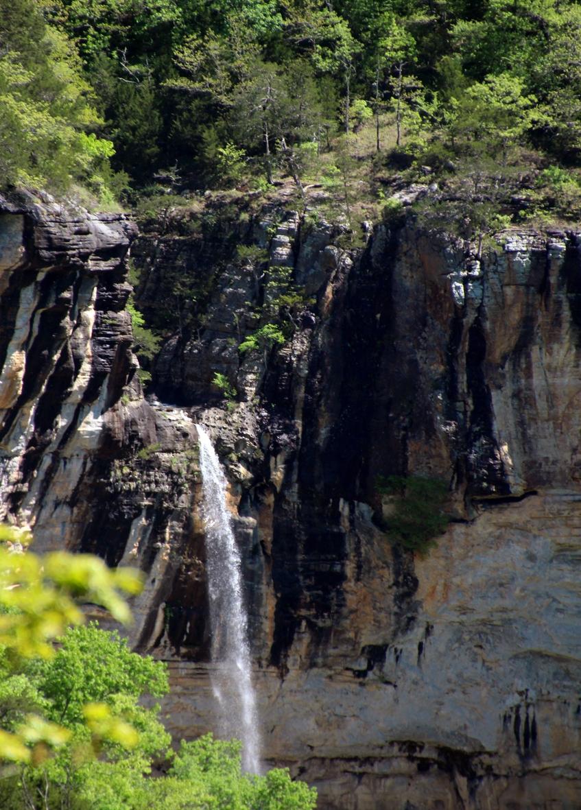 hemmeD--in--hollow-Falls.jpg