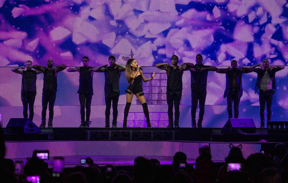 Ariana Grande 2015_0723-1.jpg