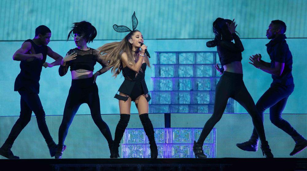 Ariana Grande 2015_0723-2.jpg