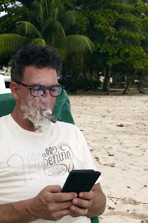 Smoking a cigar while posting...👍🏼