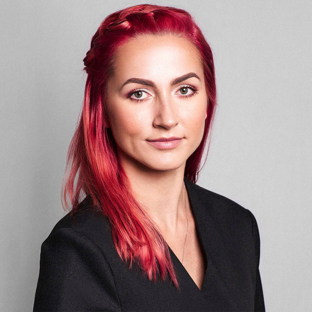 PAULINA PECAK headshot Online Makeup Academy.jpg