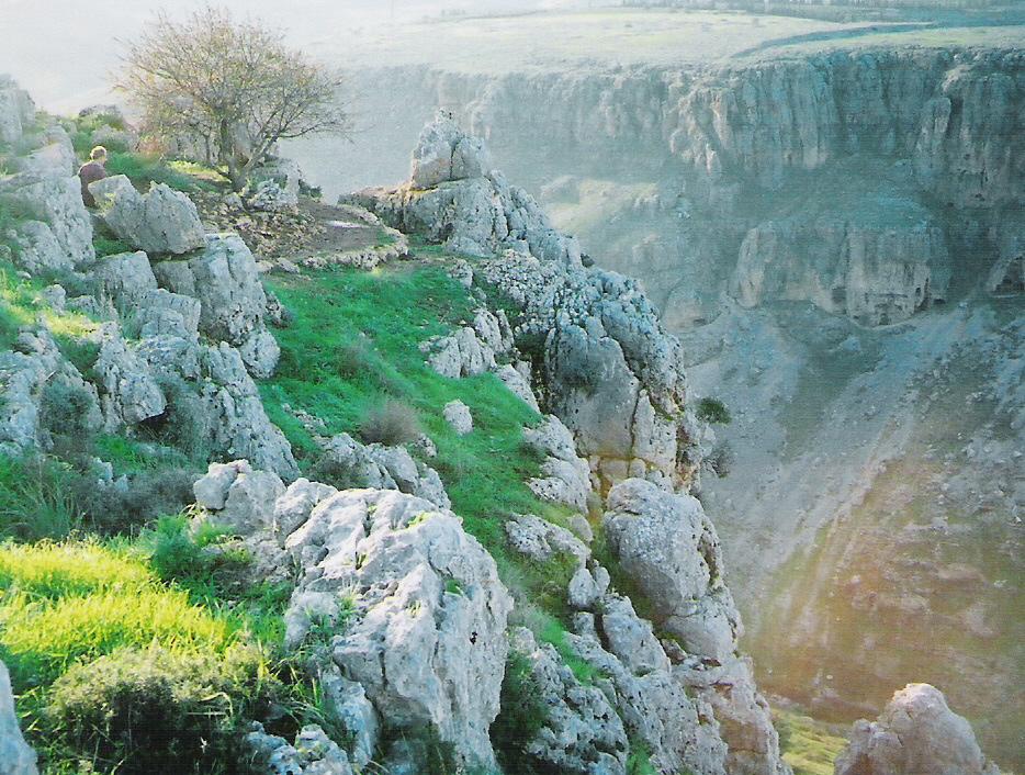 tour0the-holy-lands-hike-mount-arbel.jpg