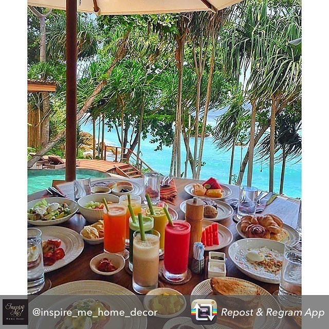 Bachelorette weekend brunch goals 💯. Everything you need: Great food ✔️ Great view ✔️ Great friends✔️ Repost @inspire_me_home_decor  #brunch #goals #bride #bridetobe #bridesmaid #gettingmarried #engaged #isaidyes #heputaringonit #girlstrip #vacation #bachelorette #bacheloretteparty #ocean #teambride #squad #beach #mimosa