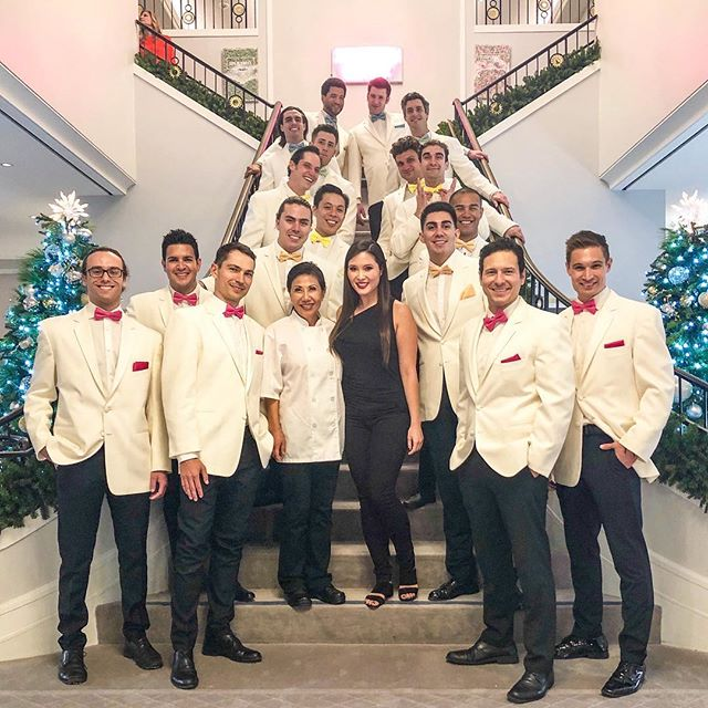 Team Bites & Bashes looking dapper for one of our high-end jewelry clients on Rodeo Drive! We have full capabilities for silver tray service from our wonderful waitstaff! ⠀⠀⠀⠀⠀⠀⠀⠀⠀ #catering #caterer #events #wedding #weddings #weddingplanning #eventplanning #eaterla #eater #eatfamous #dinela #infatuation #infatuationla #buzzfeast #dailyfoodfeed #instafood #weddinginspo #weddingdesign #weddingday