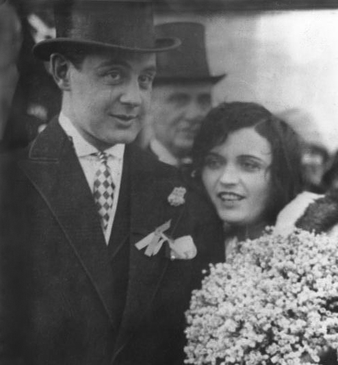 "Serge MDivani with actress Pola Negri. Copyright ""Bundesarchiv Bild 102-10764, Pola Negri mit Ehemann"""