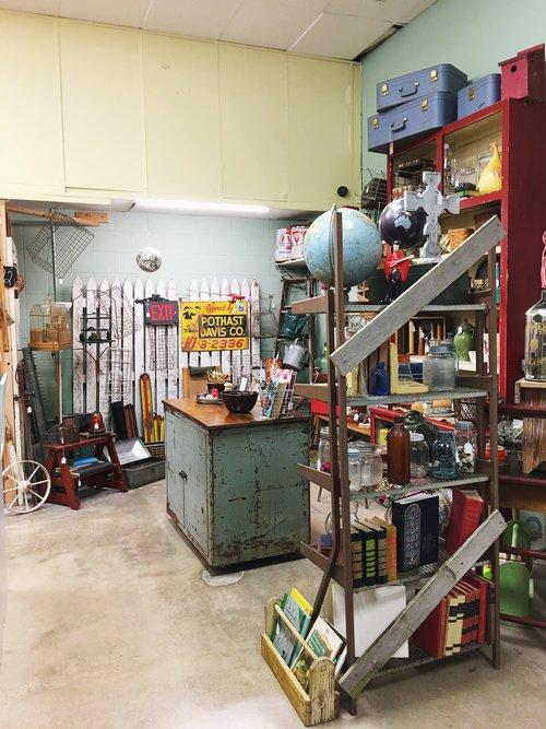 antique-mall-booth-tulsa - Vintage Shopping In Tulsa: Tulsa Antique Malls — Retro Den
