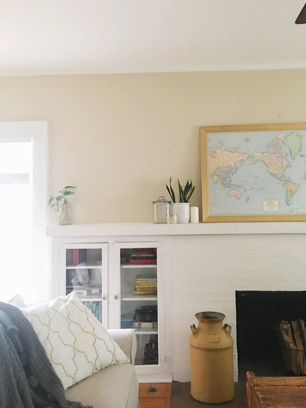 neutral mantel display
