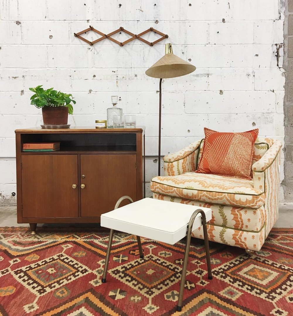 This sweet vintage easy chair has the prettiest of patterns. The peach tones speak with both the vintage kilim rug and the hand-sewn  Bifftastica  pillow. Loving this color scheme.