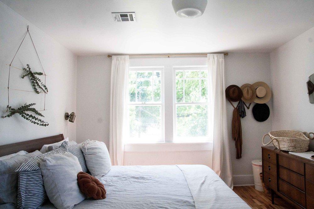 vintage-eclectic-earthy-bedroom