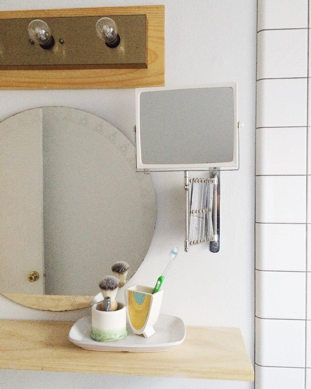 vintage-round-mirror