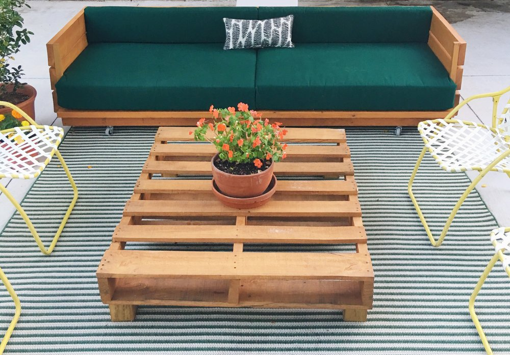 diy pallet coffee table + modern patio