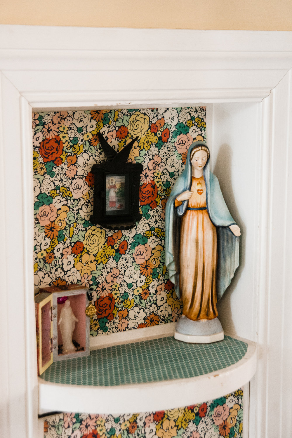 Allison installed beautiful paper in this small hallway nook.