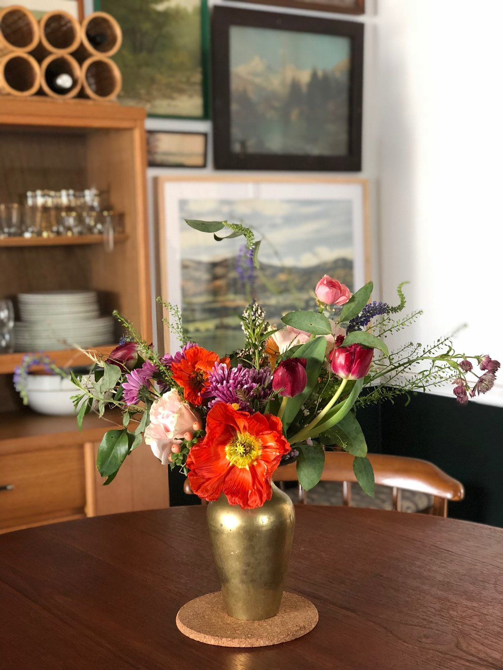 I got some flowers at  Ever Something  in Kendall Whittier last weekend. And they had this gorgeous vintage brass vase to choose as a vessel! I couldn't believe my luck!