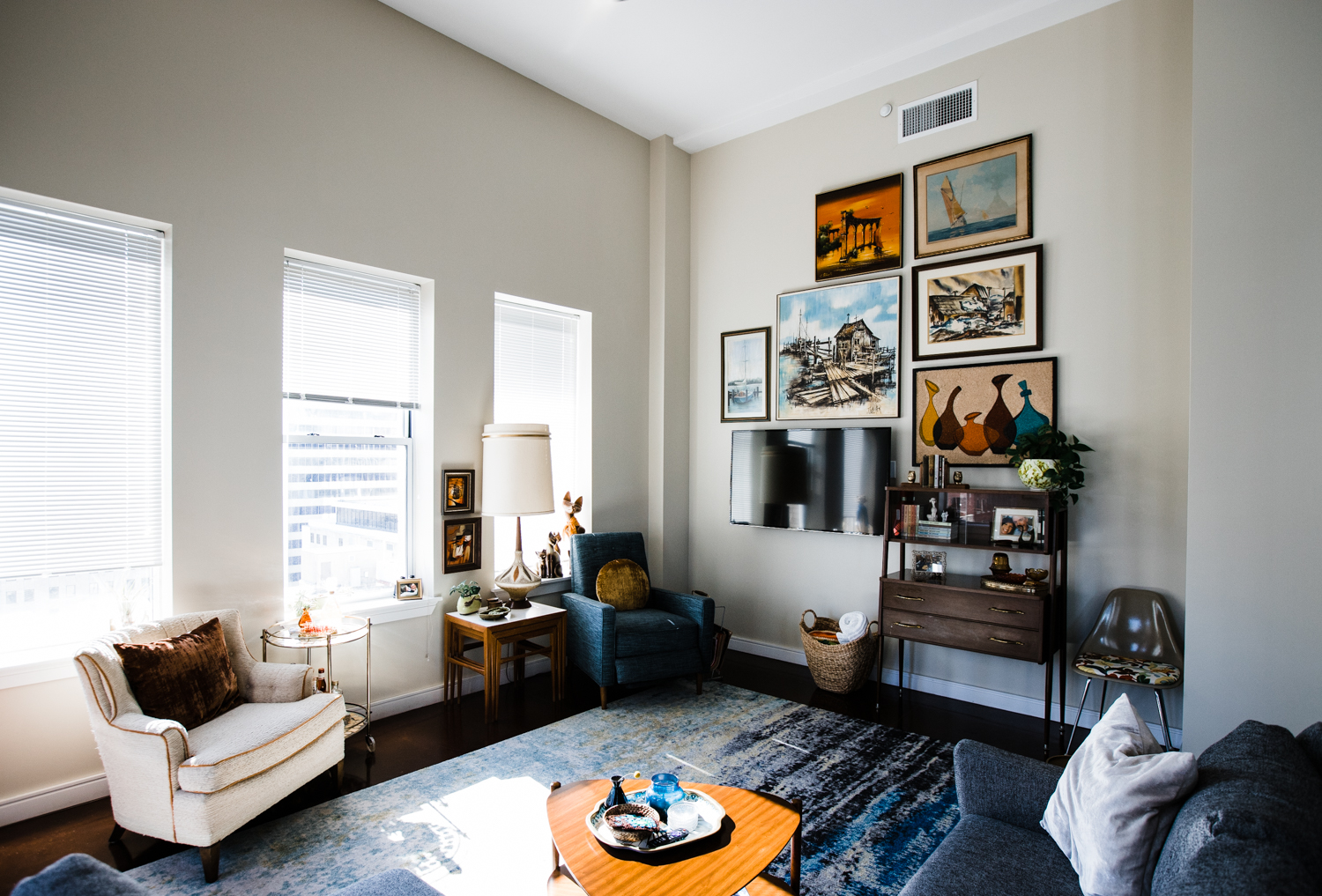 Before And After A Fabulous Retro Modern Apartment Retro Den Vintage Furniture And Homewares