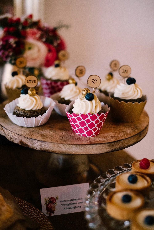 Winterhochzeit-maisenburg_cupcakes.jpg