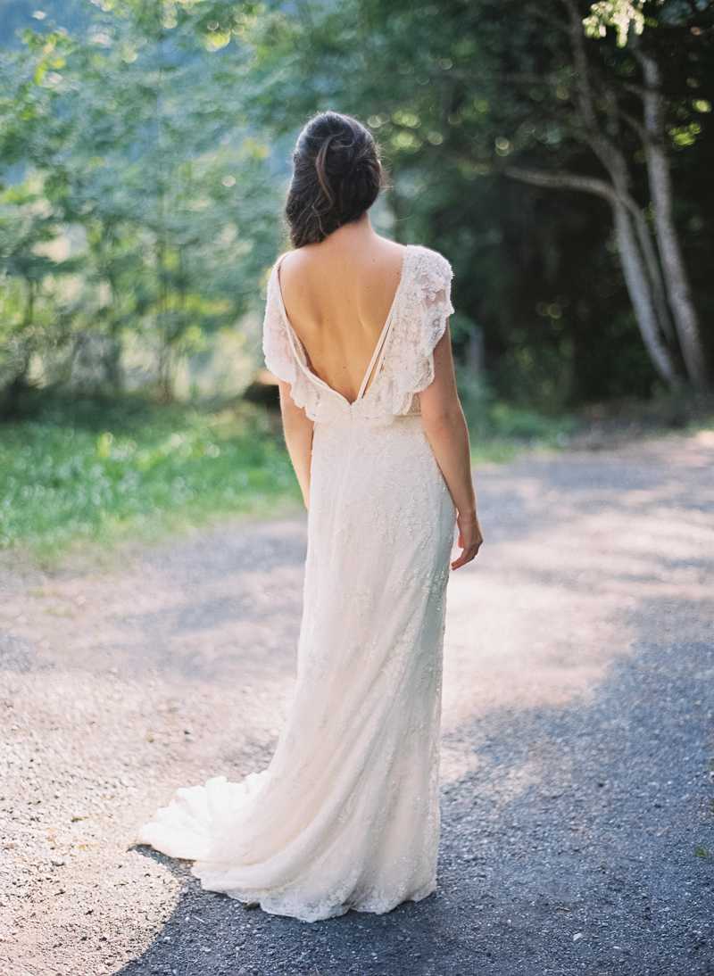 bridalsession-woods-swissweddingphotographer-analog-mediumformat-645.jpg