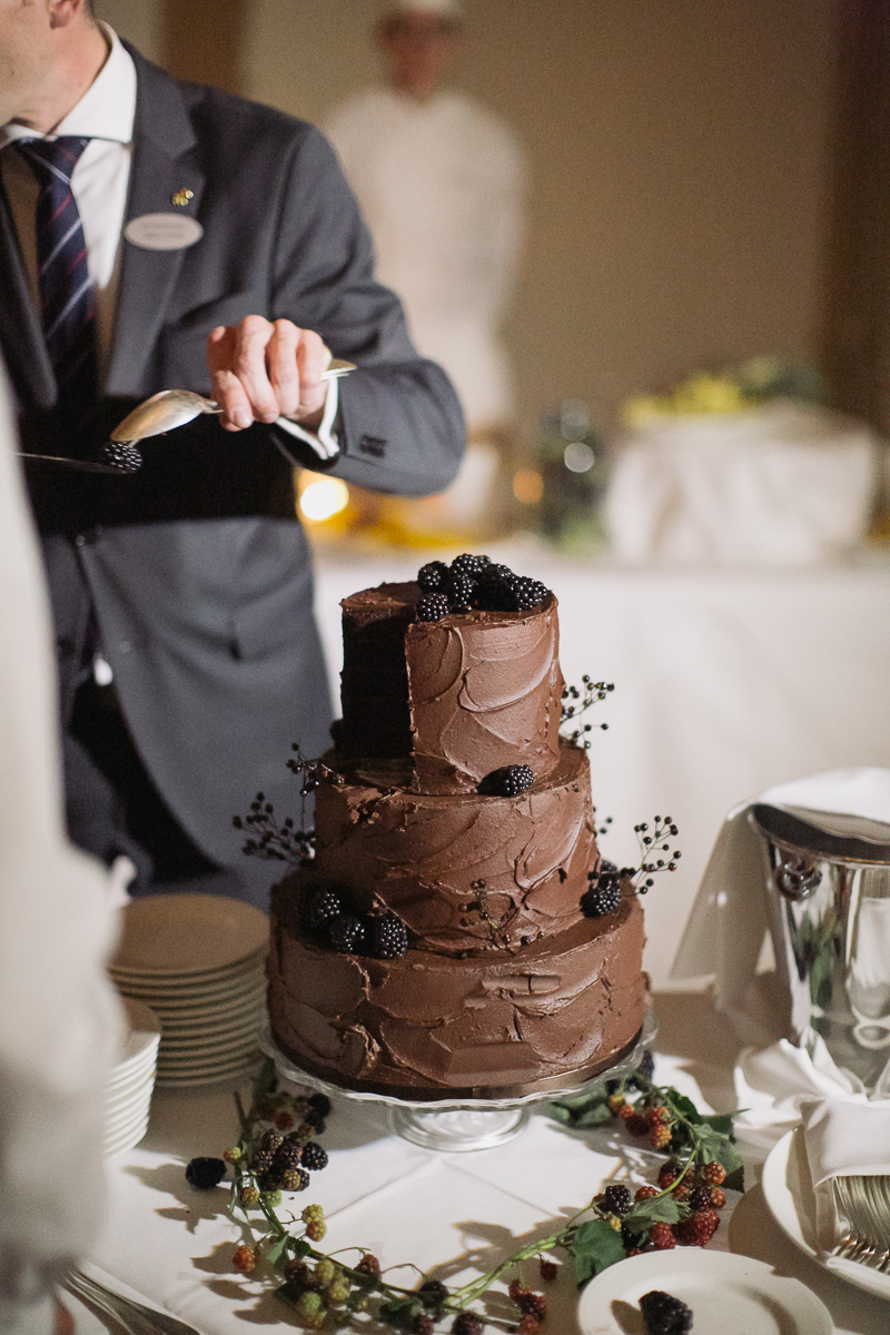 hochzeitstorte-anschneiden-weddingcake.jpg