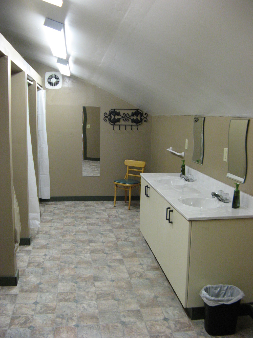 Sacred Earth Lodge bathroom