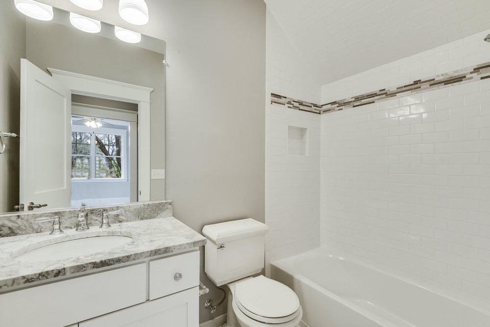 Guest Suite-Bath-_DSC9410.JPG